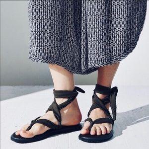 sanuk yoga wrap sandals black
